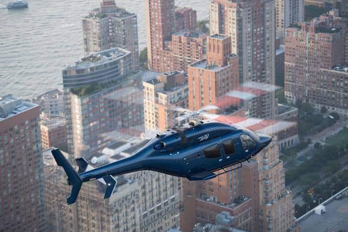 Bell 429 sobre la ciudad