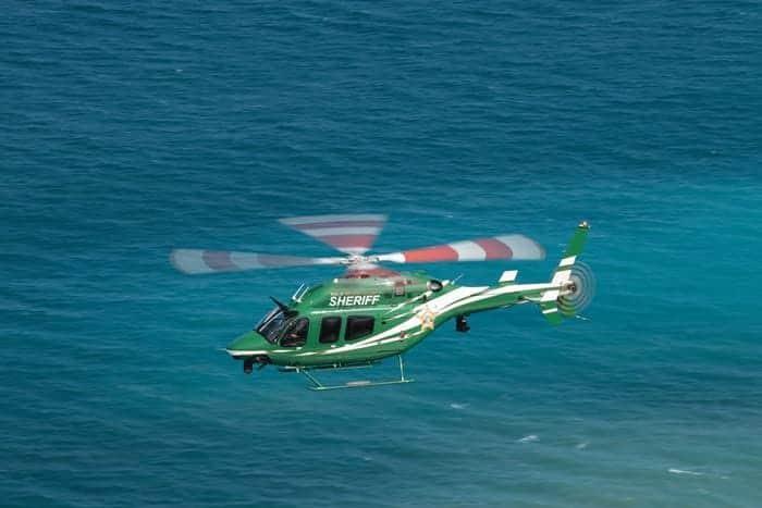Bell 429 sobre el océano
