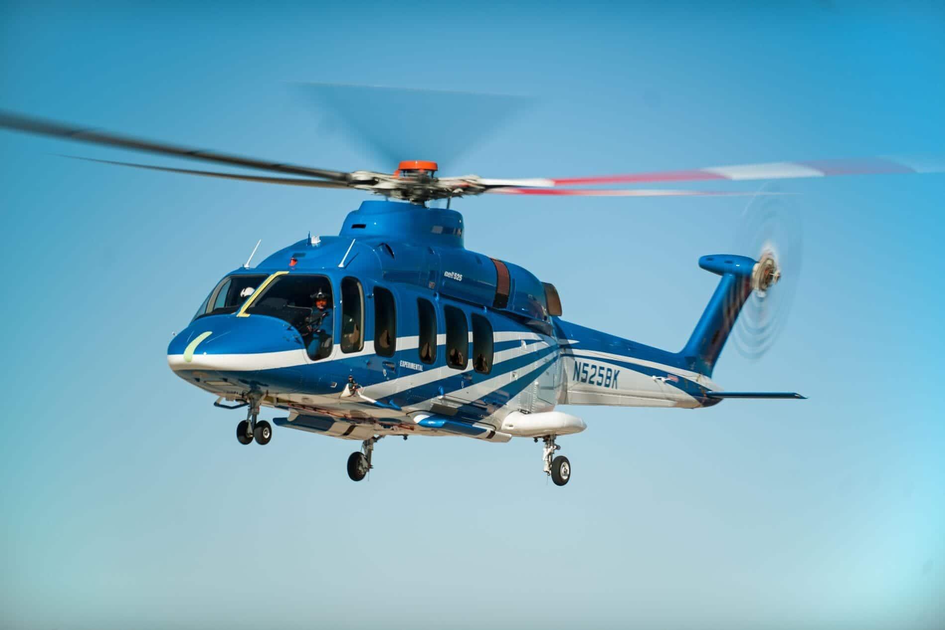 Bell 525 en vuelo frente a un cielo azul