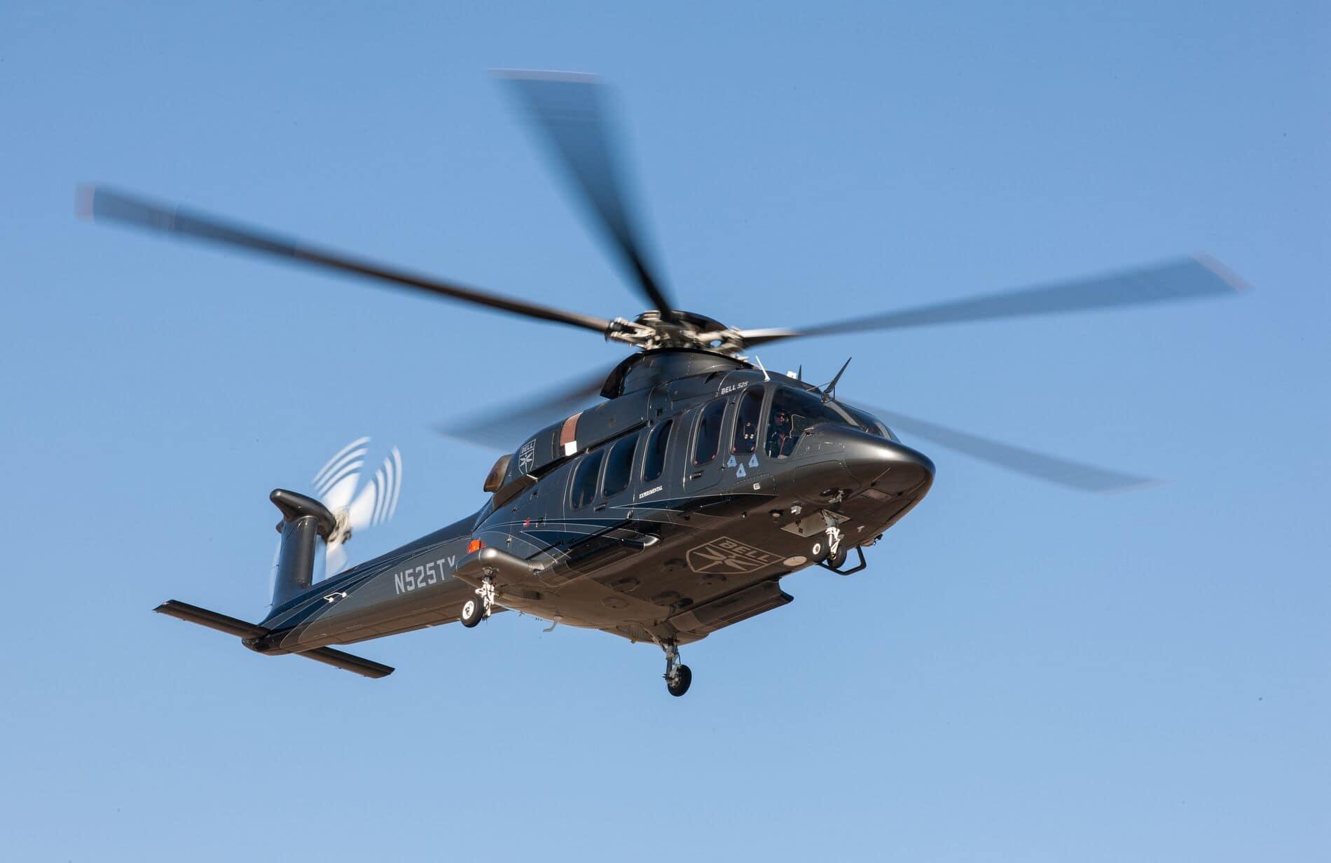Bell 525 en vuelo - Vista de tres cuartos sobre cielo azul