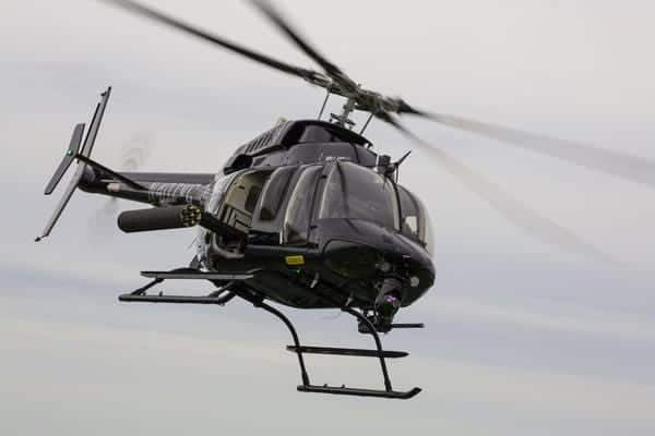 Bell-407M-en-vuelo-vista-frontal