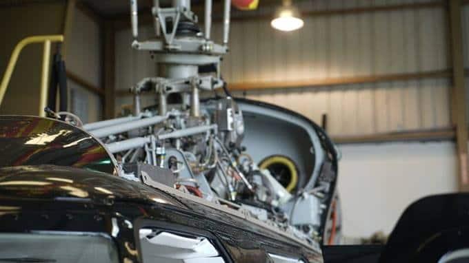 Aeronave Bell en hangar de mantenimiento