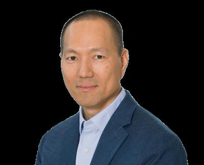 Dennis Kim, vicepresidente ejecutivo - director de asuntos legales