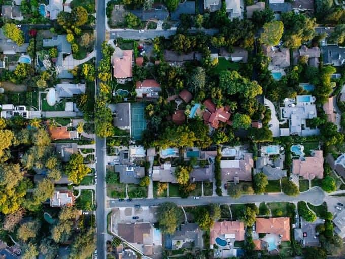 Imagen vertical de vecindario visto desde arriba